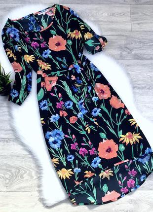 Платье в цветочный принт с поясом