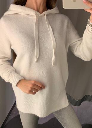 Белый свитер с капюшоном вязаное худи amisu есть размеры