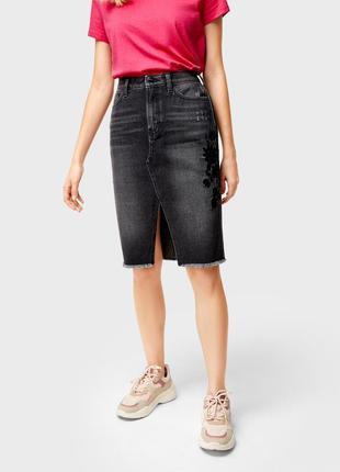 Джинсовая юбка миди с вышивкой и разрезом