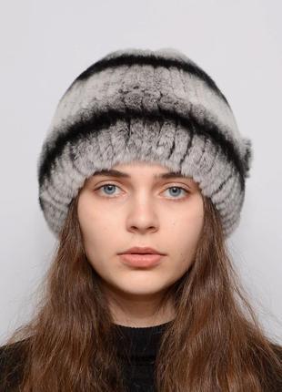 Женская зимняя меховая шапка из кролика шарик отворот
