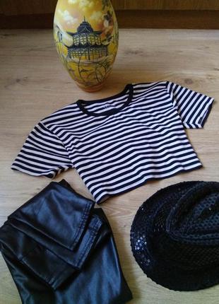 Стильная укороченная чёрно-белая полосатая футболка