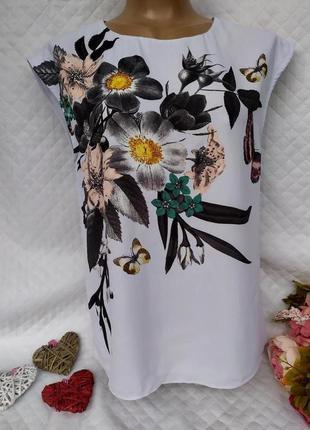 Шикарная блуза в цветы и бабочки с интересной спинкой размер 1...