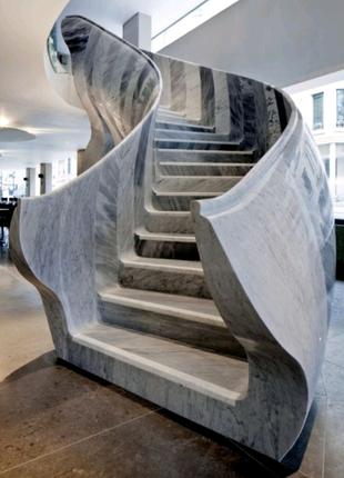 Мраморные ступени. Лестница в мраморе, граните. Подоконник.