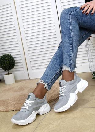 Красивенные серые кроссы