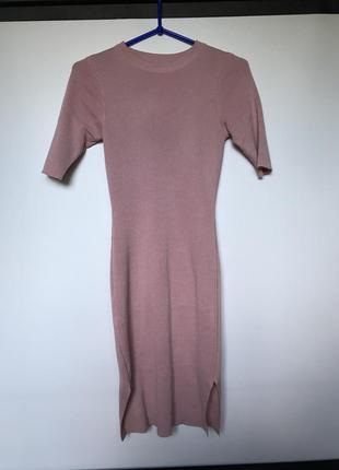 Трикотажное платье цвет пудра