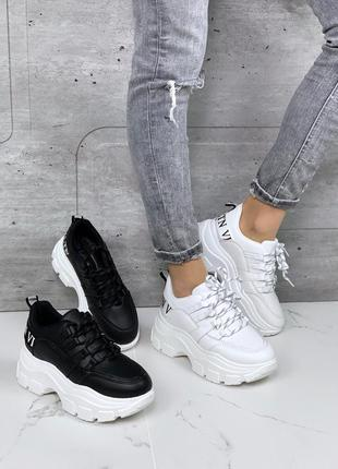 Белые кроссовки на платформе, чёрные кроссовки на массивной по...