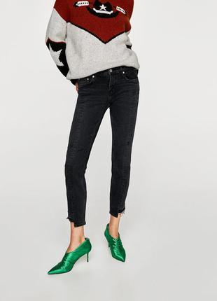 Плотные  джинсы с неровным рваным  низом zara denim