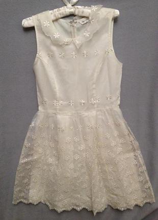 Капроновое платье с вышивкой р. sм