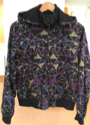 Стильная фирменная ветровка куртка