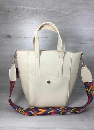 Бежевая вертикальная сумка корзинка с широким ремнем через плечо