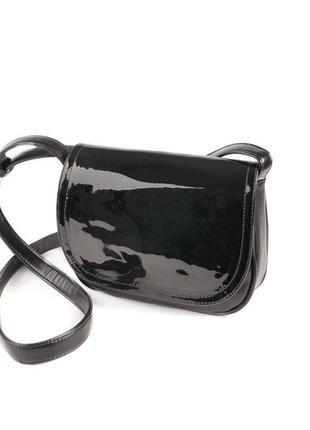 Черная маленькая лаковая сумка через плечо кроссбоди