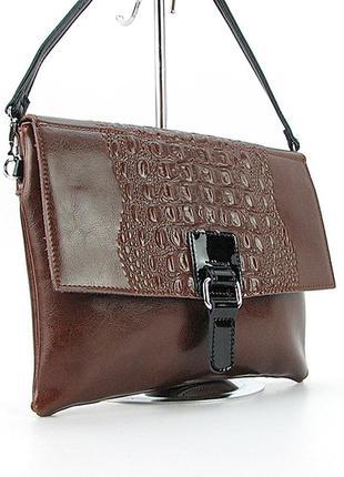 Коричневая кожаная сумка-клатч через плечо с крокодиловым тисн...