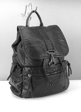 Черный вместительный рюкзак городской женский матовый