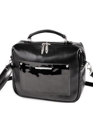 Черная маленькая сумка портфель кроссбоди с лаковой вставкой
