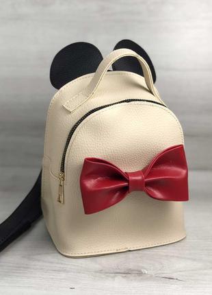 Бежевая сумка-рюкзак через плечо с красным бантиком
