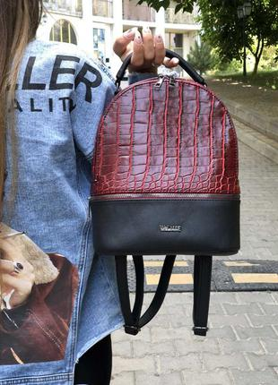 Городской женский рюкзак молодежный черный с красной вставкой