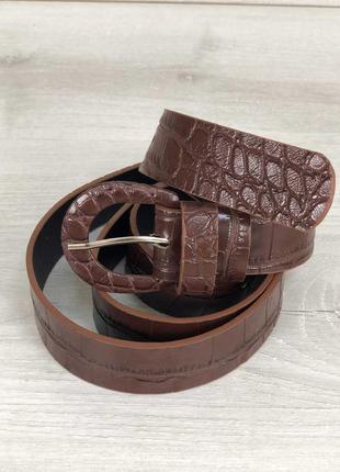 Женский коричневый ремень под кожу крокодила
