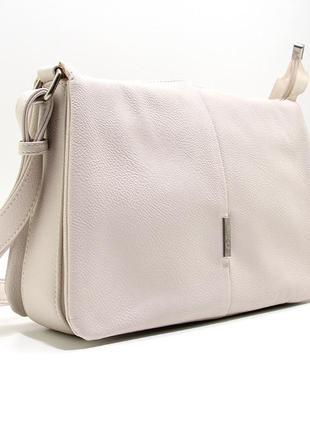 Бежевая молодежная сумка через плечо вместительная с клапаном