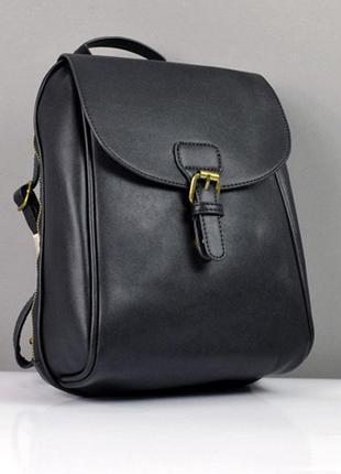 Рюкзак женский оригинальной формы черный на молнии среднего ра...