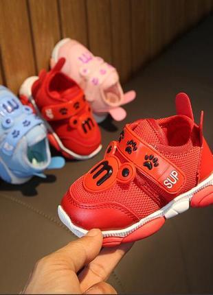 Стильные кроссовки малышам