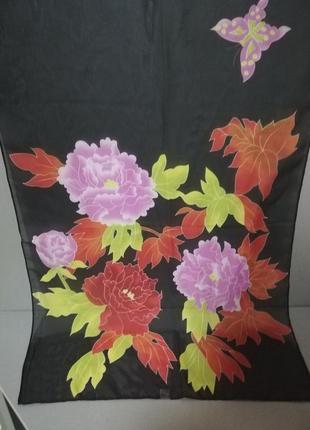 Нарядный черный шарф в цветочный принт
