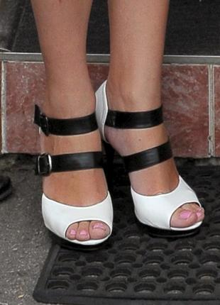 Открытые туфли (босоножки) на высоком каблуке