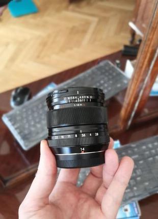 Fujifilm 12mm 14mm f/ 2.8 xf 14 mm 2.8 ( Carl Zeiss Touit 12 m...