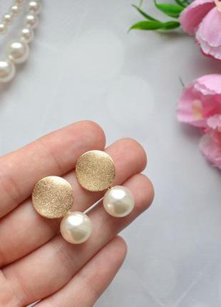 Легкие миниатюрные серьги-монеты с жемчугом