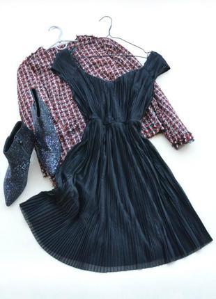 Черное плиссированное платье нм