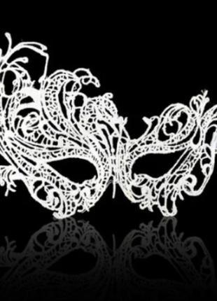 Маска женская карнавальная белая 3107-21