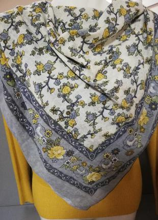 Нарядный весенний платок