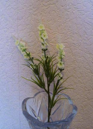 Искусственные белые цветочки
