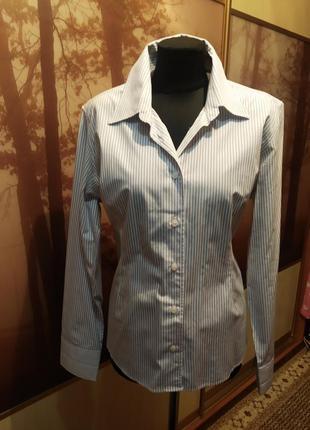 Рубашка в полоску.