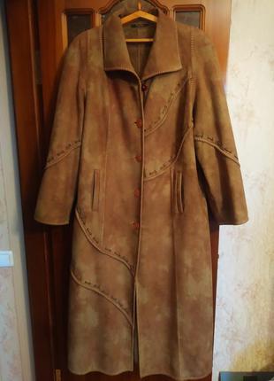 """Пальто из экозамши с оригинальной отделкой, цвета""""мокрый песок"""""""