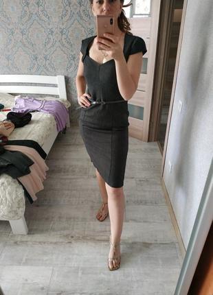 Красивое платье миди в офис или деловую встречу