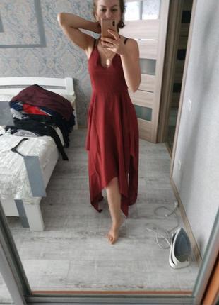 Красивое вечернее платье в бельевом стиле терракотового цвета