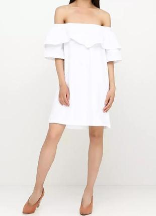 Белое летнее хлопковое платье с оборками и открытыми плечами