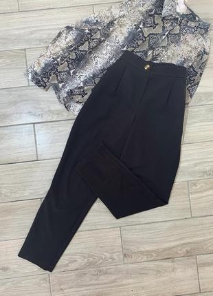 Чорні брюки на резинці розмір - s невеличка м