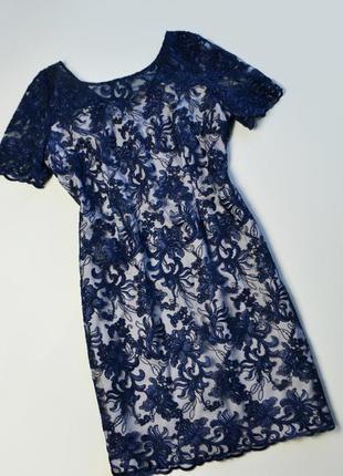 Роскошное синее платье с цветочными кружевными аппликациями