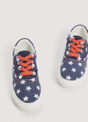 Детские кроссовки из коллекции Mango Kids.