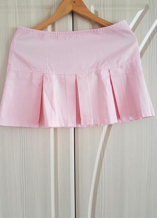 Летняя розовая мини юбка в крупную складку benetton
