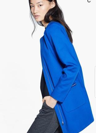 Стильное синее осеннее пальто от mango.