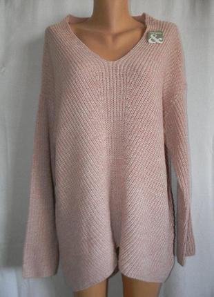 Сильный новый свитер крупной вязки