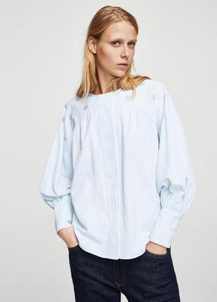 Очень красивая блуза с декором от mango.