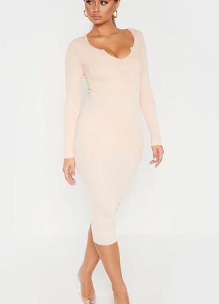 Пудровое платья миди с длинными рукавами в рубчик