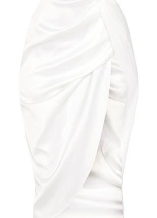 Белая сатиновая юбка миди с высоким разрезом