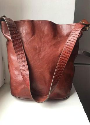 Кожаная вместительная сумка. италия.