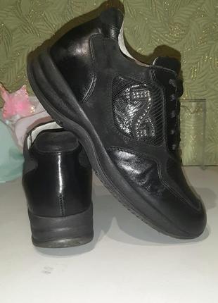 Оригинальные кожаные итальянские  женские кроссовки демисезонн...