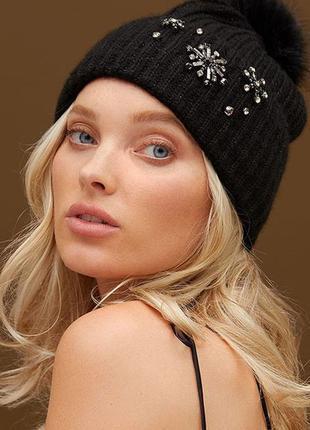Женская черная теплая шапка victoria's secret зимняя с помпоно...