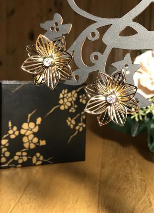 Тренд! ажурные золотистые серьги гвоздики с кристаллами, цветы...